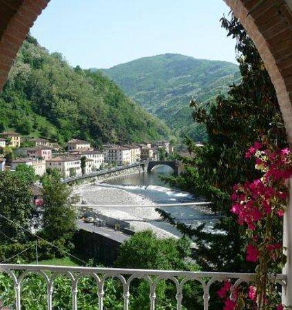 B&B Villa Rosalena: view to  Ponte a Serraglio , Bagni di Lucca