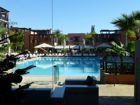 Hotel & Ryads Barriere Le Naoura Marrakech: Pool von der Hotelhalle aus