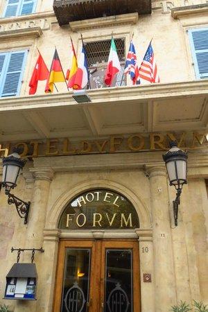 Hotel du Forum: A stately entrance!