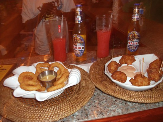 Daddy Joes: Rum Punch, Onion Rings, and Conch Fritters - Yummm!