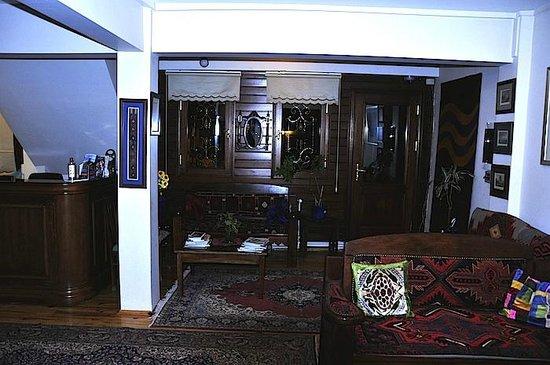Hotel Djem: Main lobby and entrance