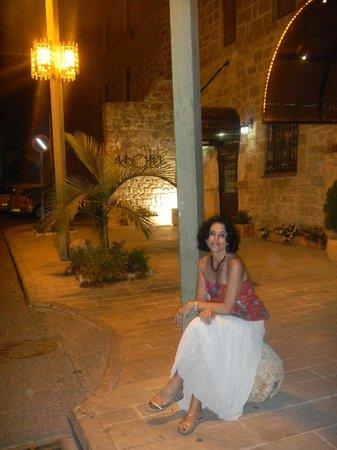 En las puertas del Hotel Akkotel