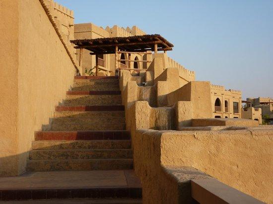 Qasr Al Sarab Desert Resort by Anantara: Buildings