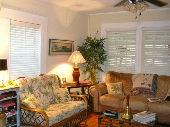 The Old Carrabelle Hotel: Living room