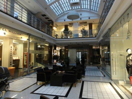 Art Hotel William : Galerie commerciale accueillant l'hotel