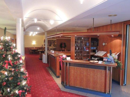 Hotel Kroeger: Lobby mit Tresen / Bar