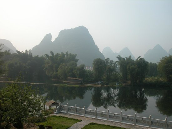 Yangshuo Mountain Retreat: Mountains everywhere