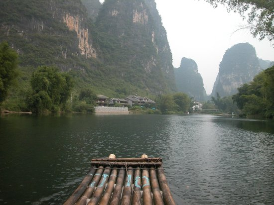 Yangshuo Mountain Retreat: approaching the hotel on a bamboo raft