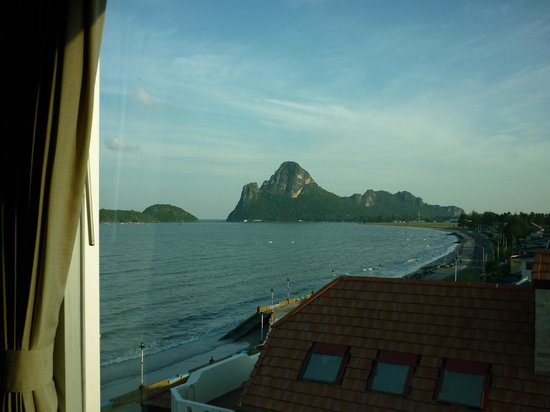 Prachuap Beach Hotel: Sea View Room