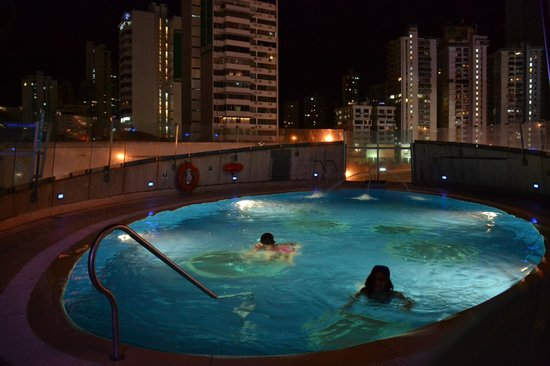 Radisson Decapolis Hotel Panama City: Night at the pool - nothing fancy - closes early