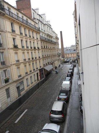 Plaza Tour Eiffel: vue de la chambre au 2ième étage