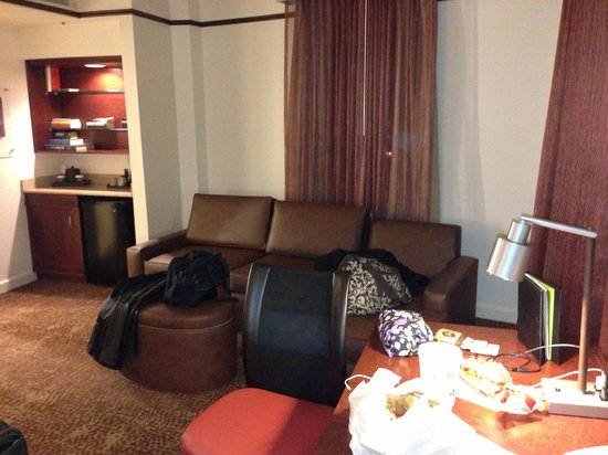 The Emily Morgan San Antonio - a DoubleTree by Hilton Hotel : Couch