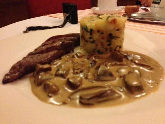 Le Petit Gourmand (Hotel Pod Jasany): grilled deer with chanterelle sauce and mash
