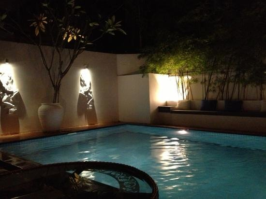 Jasmin Monument Hotel: pool at night