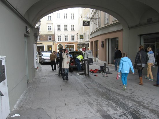 Hotel Goldener Hirsch, a Luxury Collection Hotel, Salzburg: Site of the accident...imagine the the ballister is down?