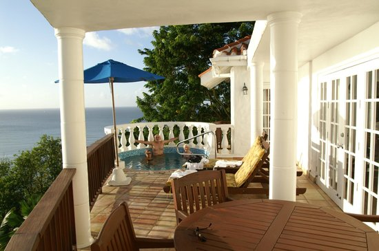 Windjammer Landing Villa Beach Resort: the deck and plunge pool