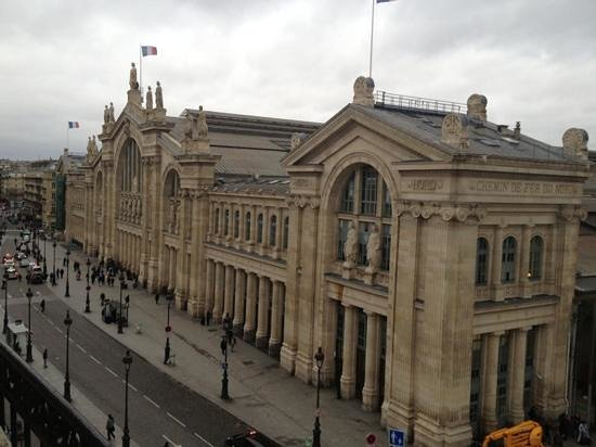 Hotel Richmond : view from 5th floor! gare du nord