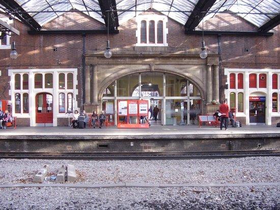 Stoke-on-Trent Railway Station : Stoke on Trent Railway Station; main entrance onto platform one