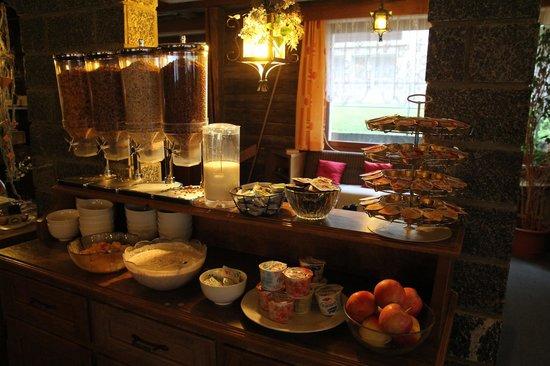 Hotel Primavera: Breakfast spread