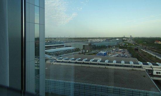 Hilton Copenhagen Airport: Fenster bis zum Boden