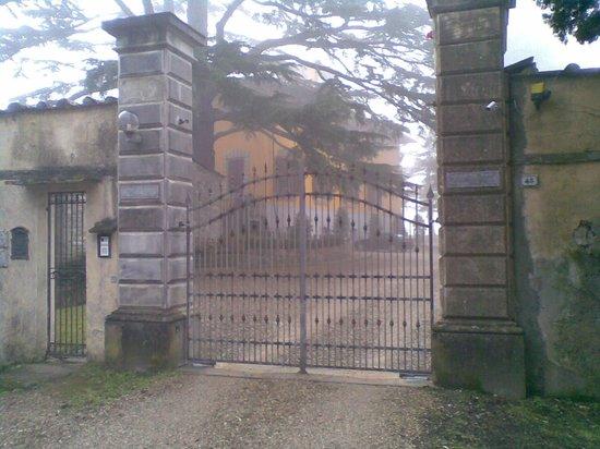 Villa Poggio Bartoli: cancello di ingresso
