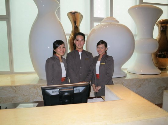 Fairmont Makati: very attentive and professional front desk staff