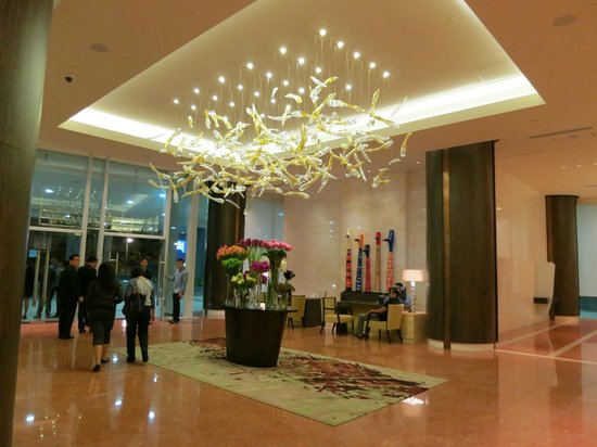 Fairmont Makati: part of the elegant lobby