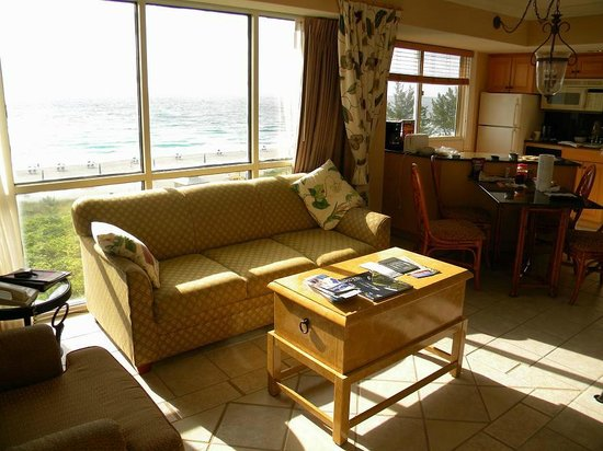 Palm Beach Shores Resort and Vacation Villas: sunny room