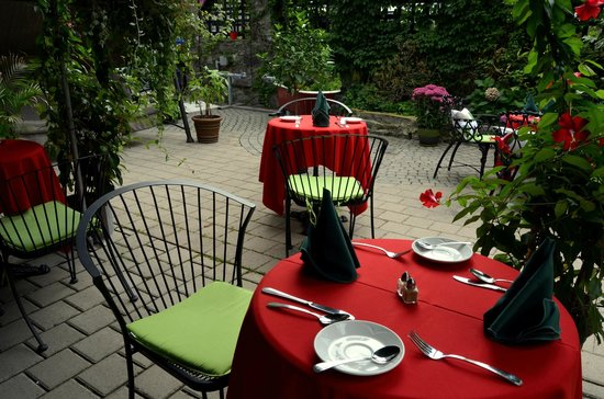 Swiss Hotel: Breakfast on the patio