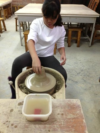Li Tao Wan: Free and Fun pottery class!