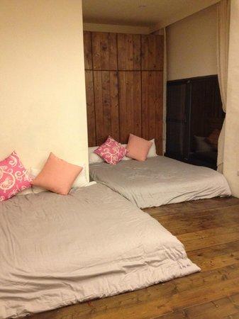 Li Tao Wan: 6 pax room - 3 queen beds