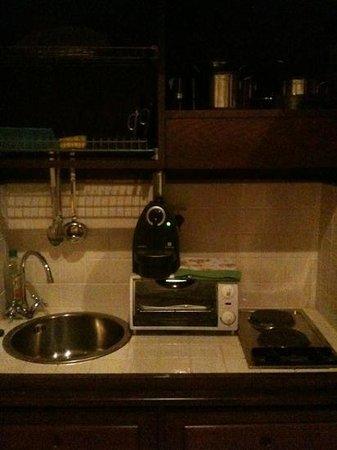 Residenza Porta Guelfa: La cucina che si trova dentro l'armadio.