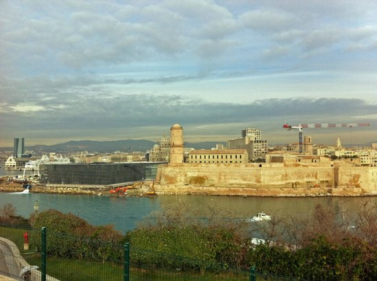 Palais du Pharo : Le fort Saint Jean et le MUCEM vus du Pharo
