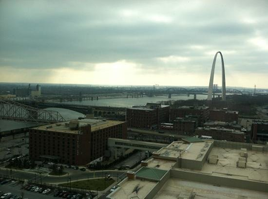 Four Seasons Hotel St. Louis: View from 15th Floor Room