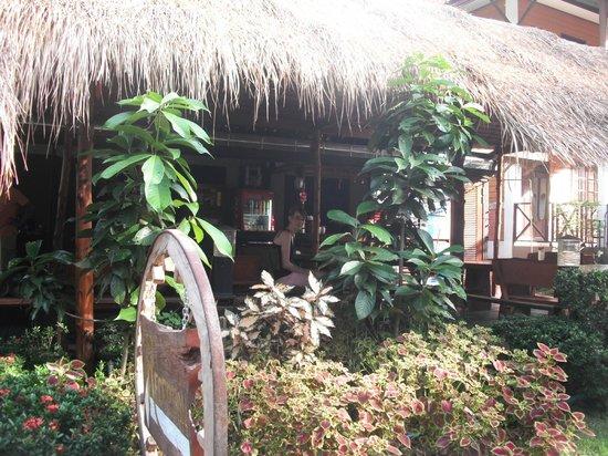 Banphu Resort : Entrance to Resort