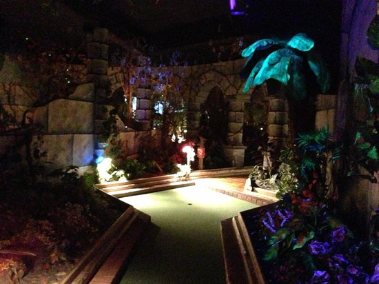 Castle Fun Park: Mini golf!