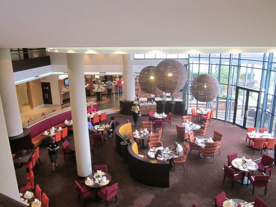 City Lodge Hotel Hatfield: Il grande open space del ristorante