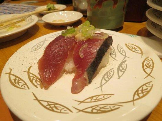 Himawari Zushi Shintoshin: white plates 150 yen