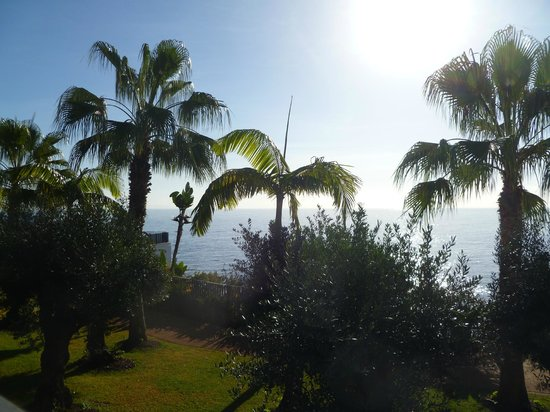 VidaMar Resort Hotel Madeira: View over Atlantic Ocean from Breakfast Terrace