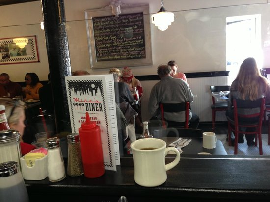 Mike's City Diner : Counter view