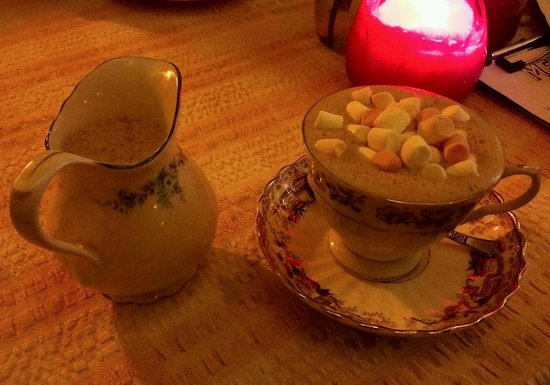 Drink Shop & Do : Hot chocolate with marshmallows and a jug to top it up.