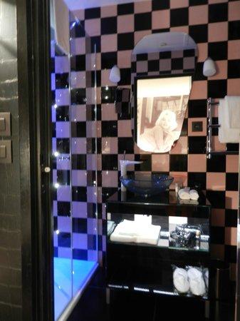 Platine Hotel: Salle de bain