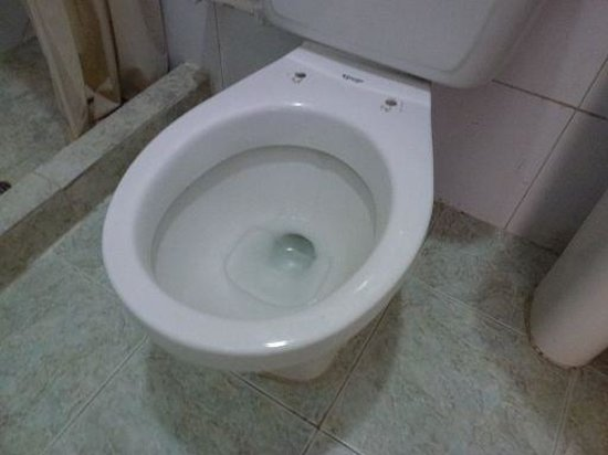Hotel Marlin : toilet without toilet seat