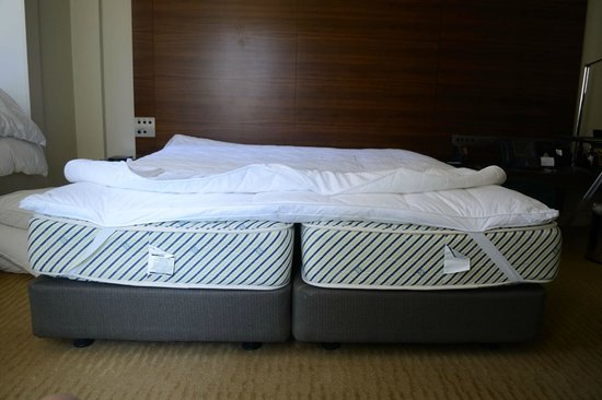 Hilton Sydney: 2 singles sold as a king bed