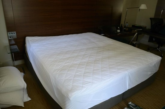 Hilton Sydney: saggy old mattress