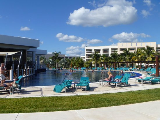 Secrets Silversands Riviera Cancun : The main pool