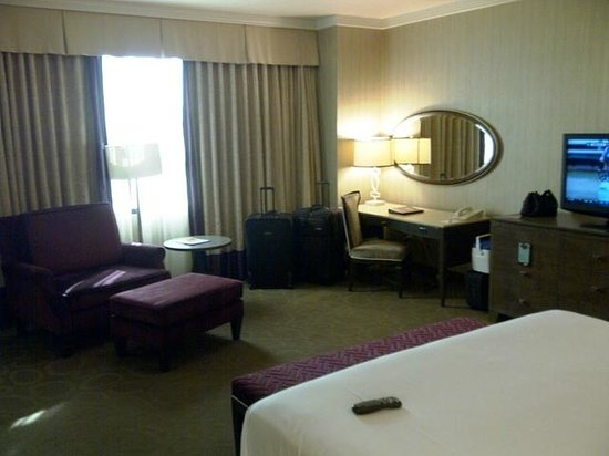 Sam's Town Hotel and Casino Shreveport: Sams Town Shreveport Magnolia Suite Bedroom Sitting area
