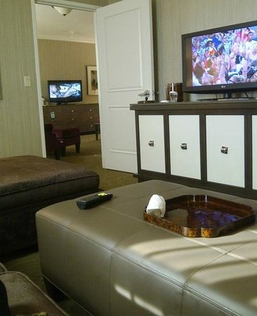 Sam's Town Hotel and Casino Shreveport: Sams Town Shreveport Magnolia Suite Living Room