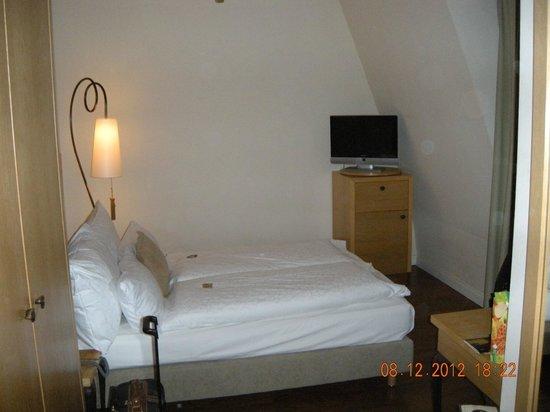 Classic Hotel Harmonie: camera da letto:notare la bustina di Haribo!