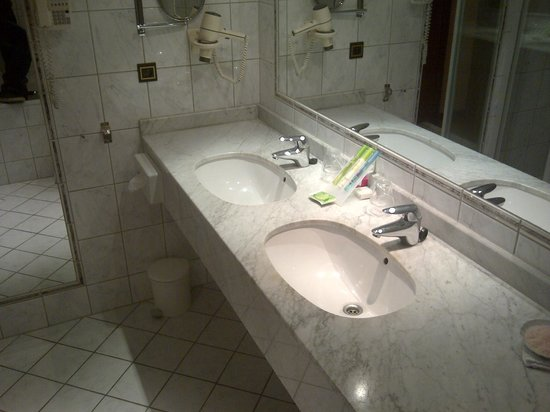Thon Hotel Bristol Stephanie: 2 lavabos coool